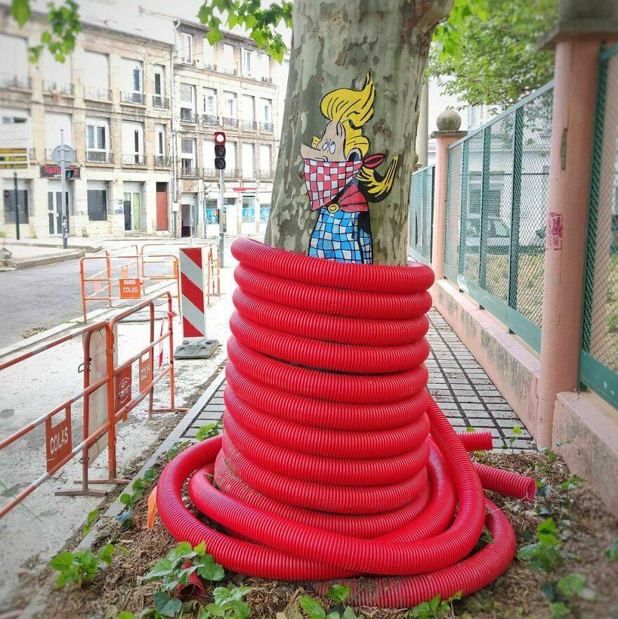 Ouvrons Le Puy Du Fou Mais Pas Les Jardins.. En Espérant Qu On Pourra Bientôt Retourner Dans Les Salles De Concert🎶🎶🎶 #musique #assurancetourix #asterix #uderzo #concert #streetart #collage #oakoak #funny #urbanintervention #barde #urbanart #art #street #bd