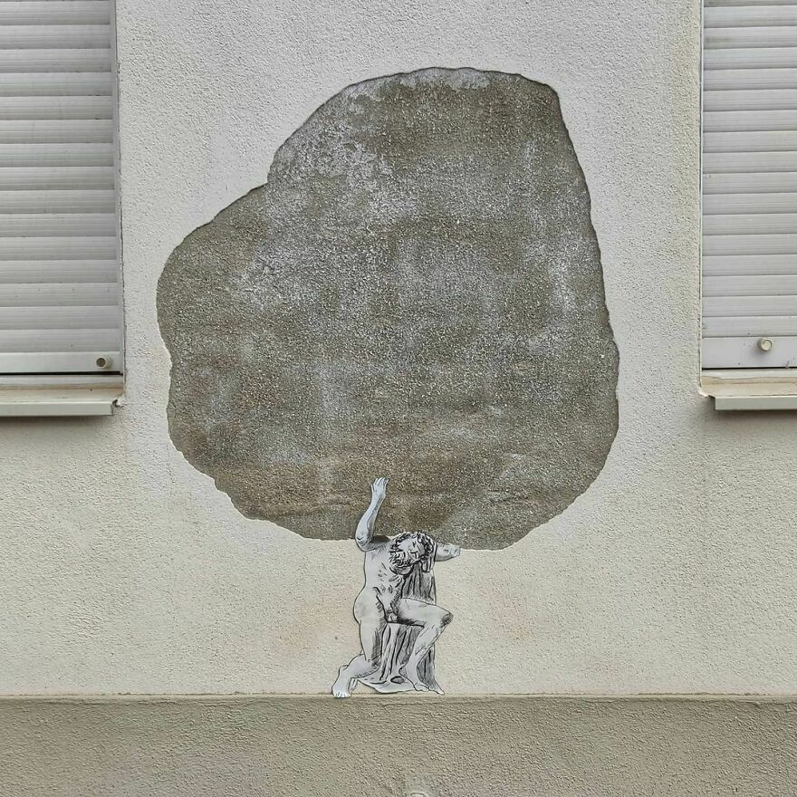 L Atlas #oakoak #streetart #urbanintervention #art #urban #arturbain #wallart #saintetienne #funny #smallart #mythologie #stencil #stencilart #atlas #greek #world