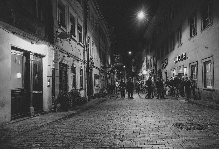 40 Momentos muy chocantes de estadounidenses que visitaron Europa