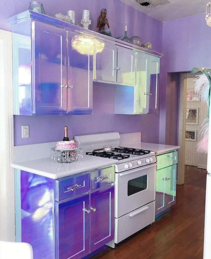 Iridiscent Kitchen Unit