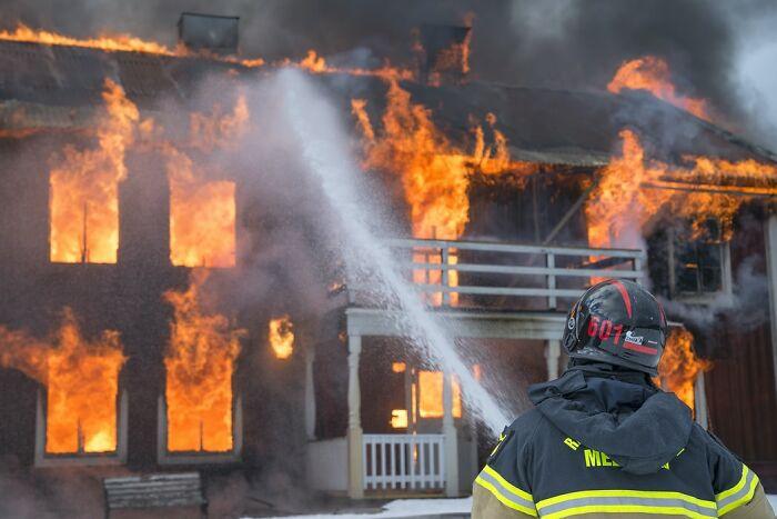 Mi suegra quemó toda la casa y fue arrestada