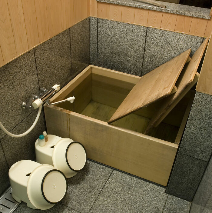 Bathtubs Made Of Wood Are Used In Japan