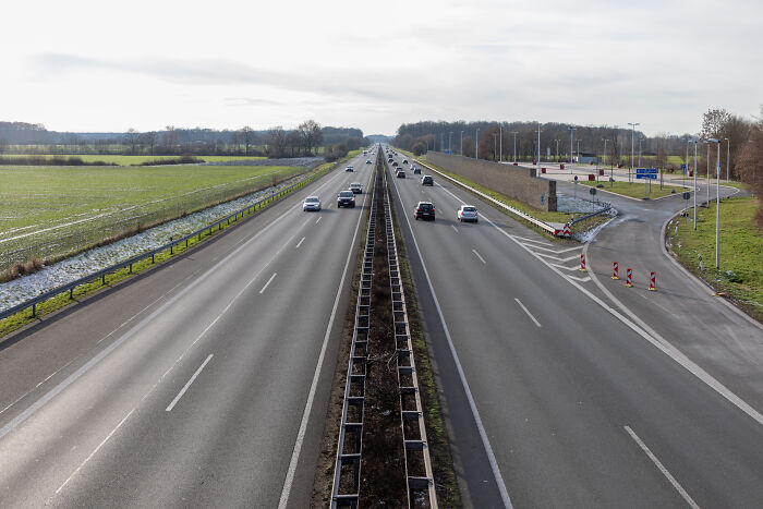 In Some Parts Of Highways In Germany, Speed Limit Is Only A Recommendation