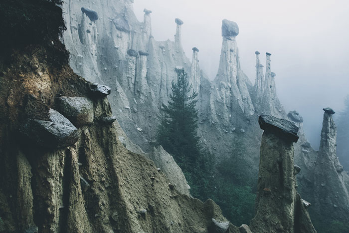 """""""Earth Pyramids"""" In South Tyrol, Northern Italy Looks Like An Alien Movie Set"""