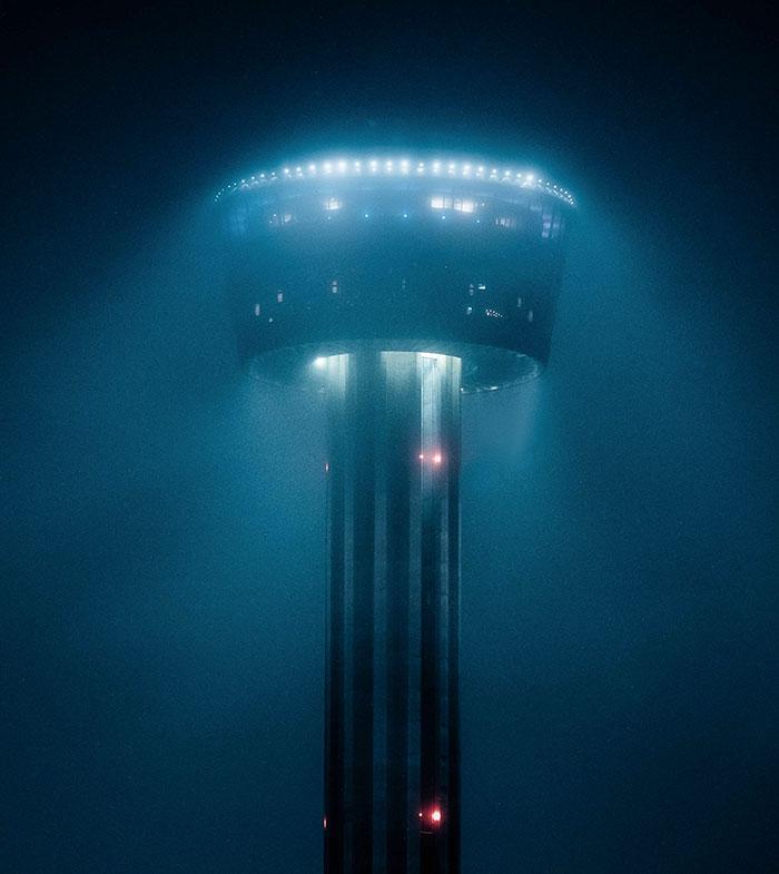 Edificio de San Antonio que parece una invasión alienígena