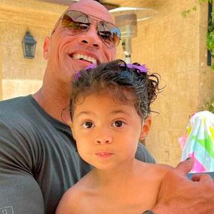 La hija de The Rock quería a Aquaman en su tercer cumpleaños, y el actor Jason Momoa se lo ha concedido
