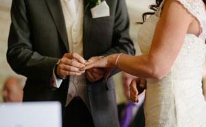 Esta mujer expulsó a su hermana de su boda porque no paraba de hacer chistes racistas sobre su novio coreano