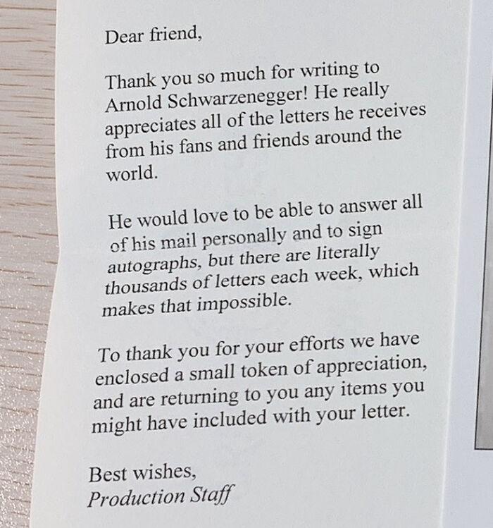 Esta es la respuesta que un estudiante recibió del equipo de Schwarzenegger tras escribirle una carta, y ha triunfado en Twitter