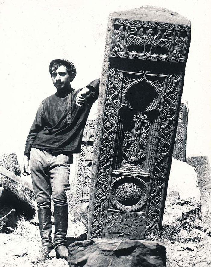 """El cementerio armenio de Julfa contaba con alrededor de 10 mil elaborados monumentos funerarios llamados """"Khachkars"""", que databan de los siglos IX al XVII. En 1998 y 2006 el gobierno azerbaiyano los destruyó todos"""
