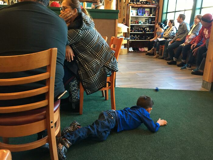 This Family Let Their Kid Crawl All Over The Restaurant Floor, Nearly Tripping Several Servers