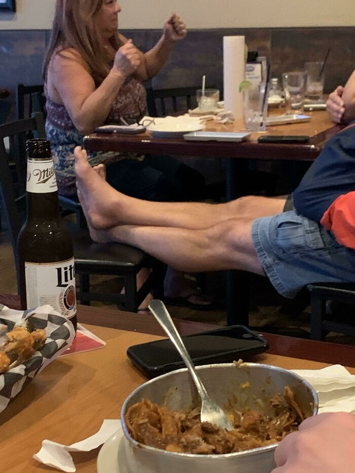 Displaying Your Bare Feet In A Restaurant
