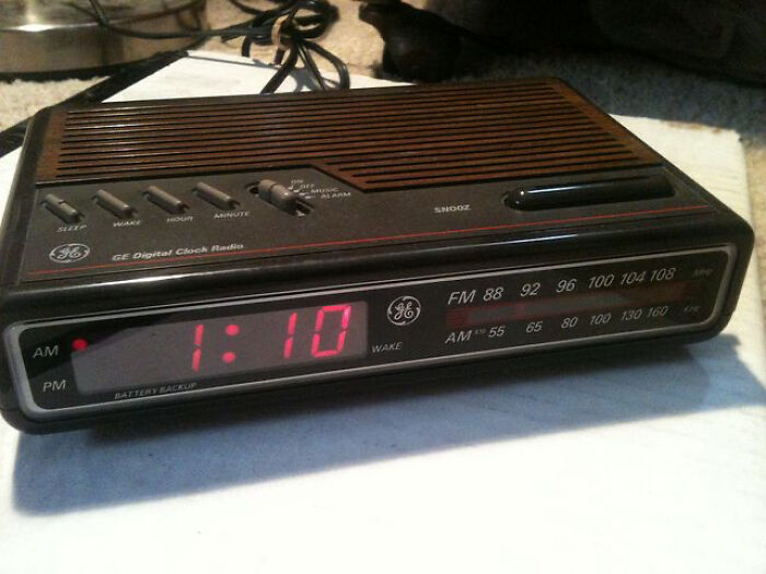 The GE Alarm Clock That Everyone Seemed To Have