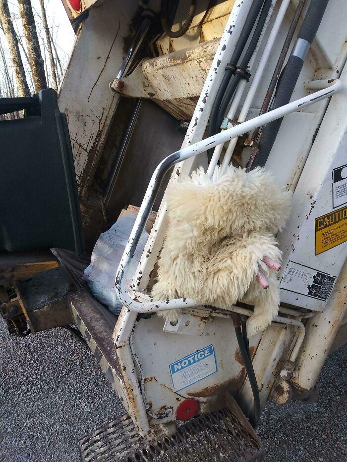 Piel de oveja vieja que uso para evitar que los controles de mi camión de la basura se congelen. Funciona de maravilla