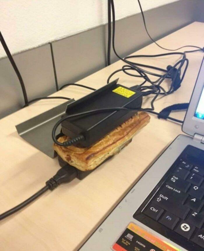 Consejo loco: Plancha para paninis hecha de cargadores de ordenadores portátiles