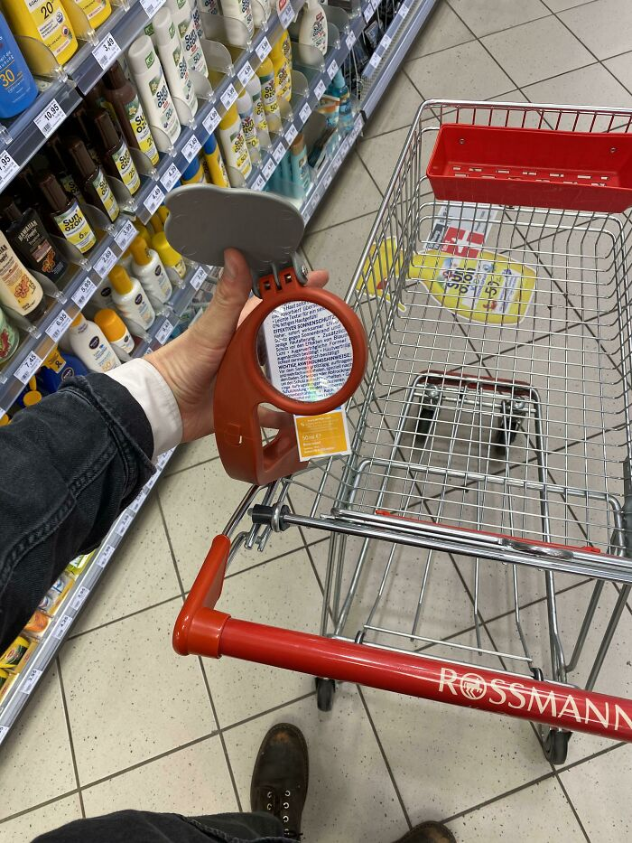 This Shopping Cart Has A Magnifying Glass Attached To It