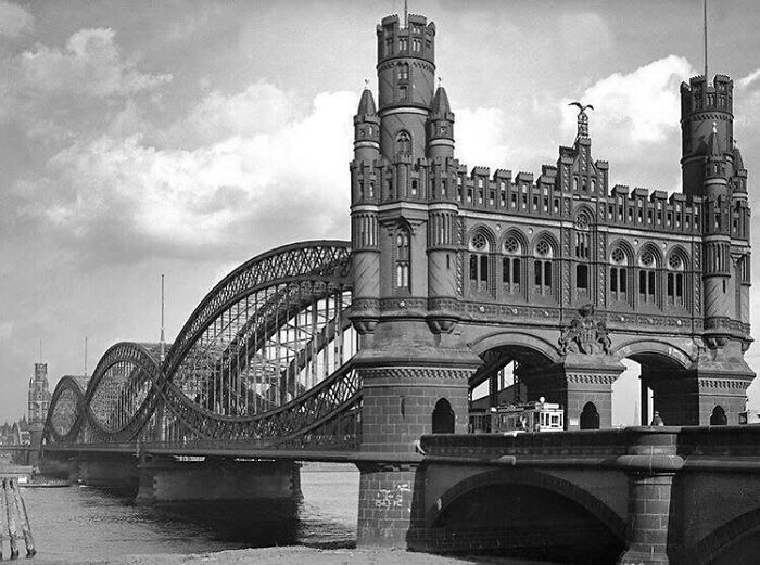 El puente original Neue Elbbrücke de 1887-1959 en Hamburgo, Alemania