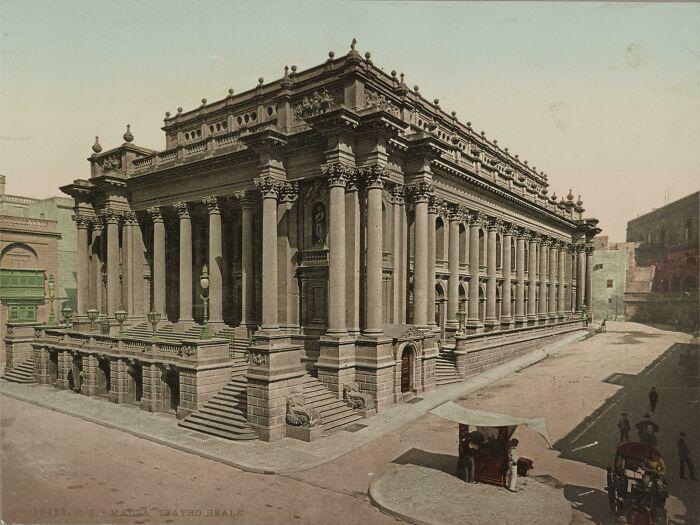 La Ópera Real de La Valeta, Malta (1911). Construida en 1866, fue destruida en la Segunda Guerra Mundial por un impacto directo de los bombarderos de la Luftwaffe