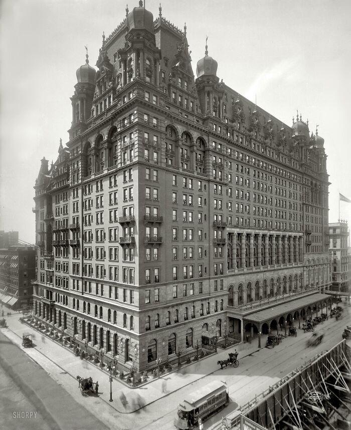 El hotel original Waldorf-Astoria de Nueva York, demolido en 1929 para servir de emplazamiento al Empire State Building