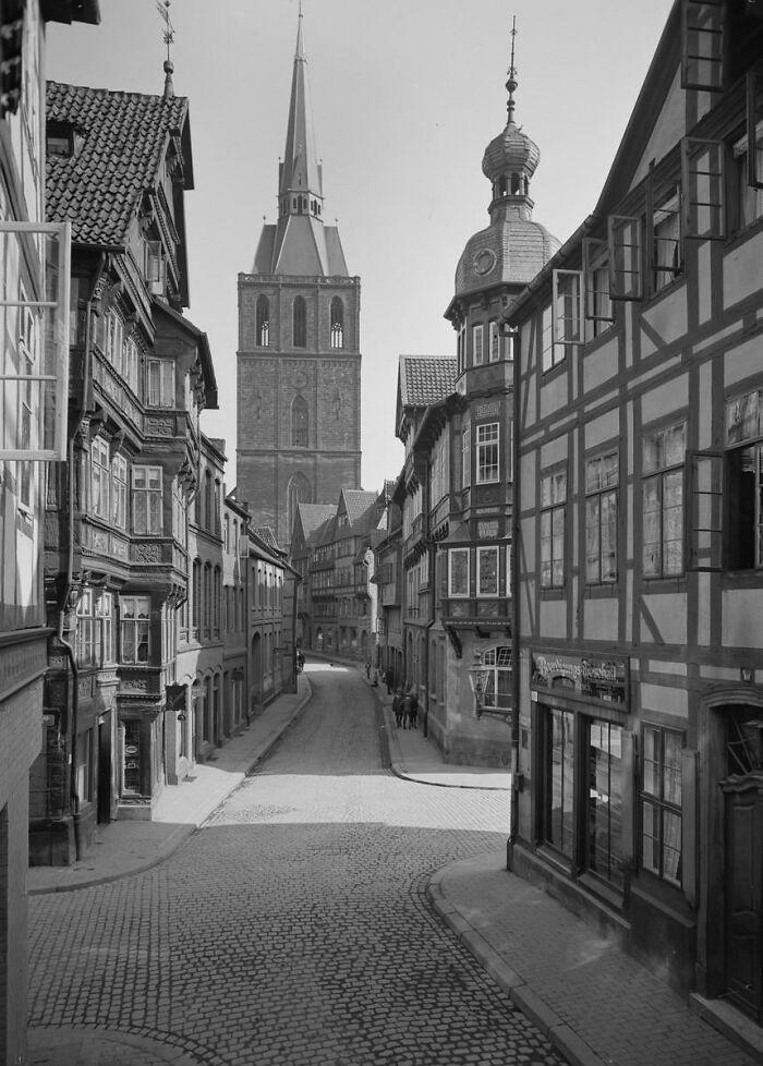 Ciudad medieval de Hildesheim, Baja Sajonia, Alemania. Una vez fue una de las ciudades medievales más pintorescas y prístinas de Europa. Destruida el 22 de marzo de 1945, un mes antes del final de la guerra