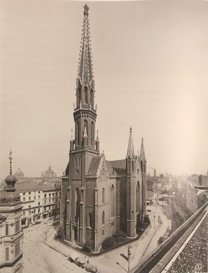 Petrikirche en Berlín   Construida en 1853, destruida en 1945 por el bombardeo de Berlín