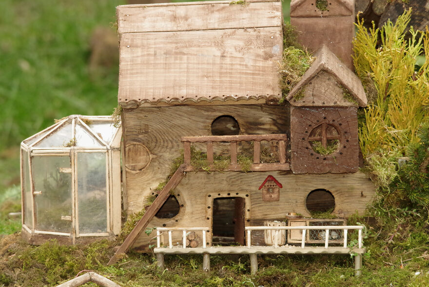 I Built A Fantasy-Inspired Home For The Wild Mice That Live In My Garden