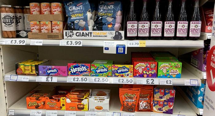 Así es la sección de «comida estadounidense» en diferentes países