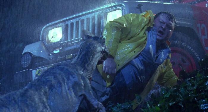 [Parque jurásico] Por qué el Dilofosaurio no ataca a Nedry cuando se encuentran por primera vez
