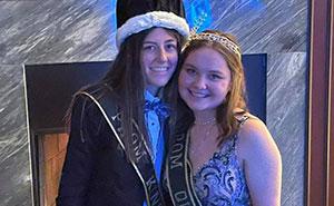 """""""Una vergüenza absoluta"""": En esta escuela de Ohio eligieron a una pareja lesbiana como Rey y Reina del baile de graduación, y los padres se enfurecieron"""