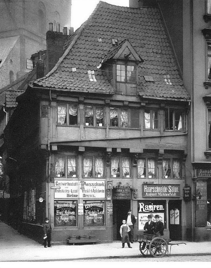 Construida en 1504, demolida en 1910. La que era la casa más antigua de Hamburgo, Alemania