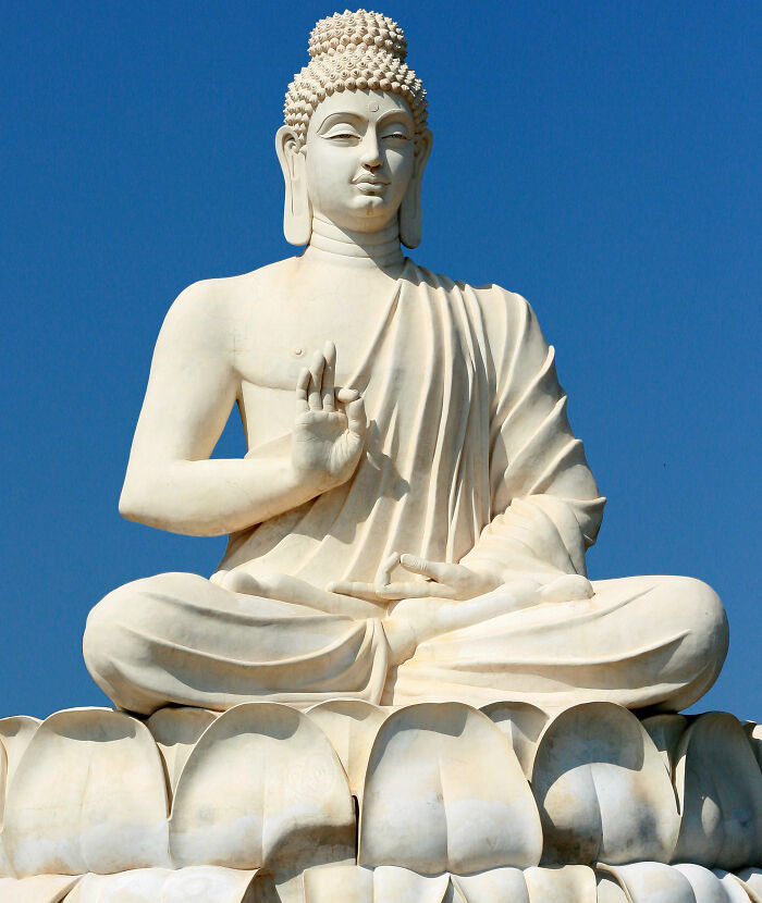 You Can't Take Selfies With Buddha In Sri Lanka