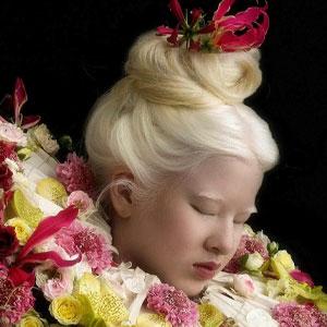 Xueli fue abandonada por ser una bebé albina, pero creció y se convirtió en modelo de Vogue (30 fotos)