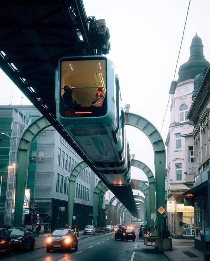 Ferrocarril colgante en Wuppertal, Alemania