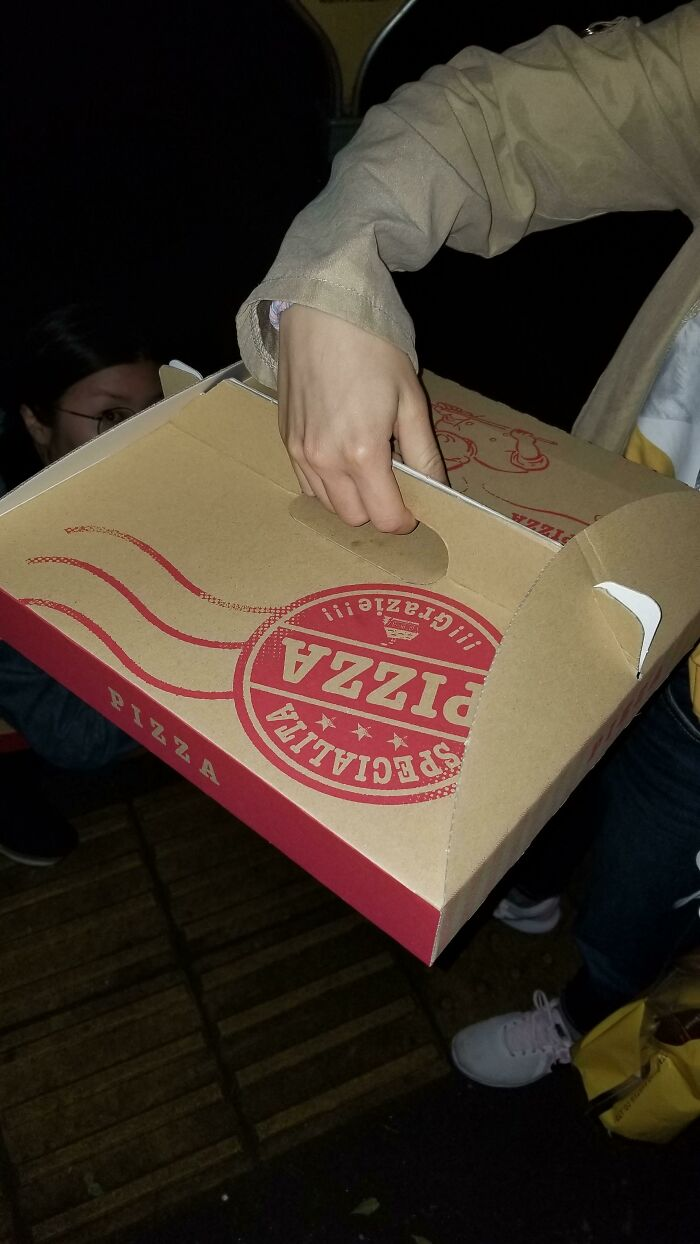 This Pizza Box In Japan That Has A Handle In The Middle To Keep The Pizza Flat
