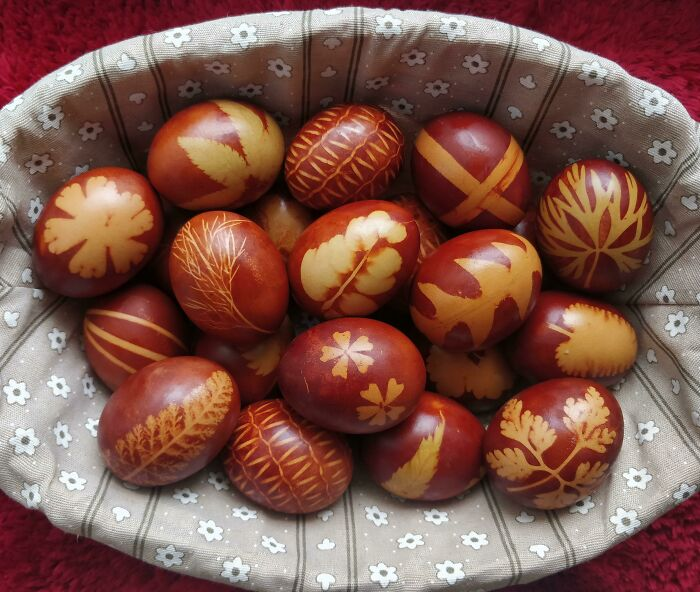 This Is How We Dye Easter Eggs In Serbia Using Only Natural Ingredients