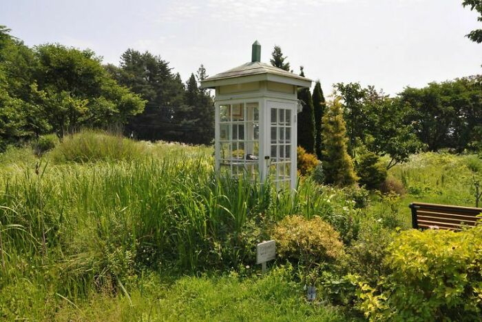 """There Is A Phone Booth Known As The """"Telephone Of The Wind"""" On A Hill Overlooking The Ocean In Otsuchi Town In Northeastern Japan. It Is Connected To Nowhere, But People Come To """"Call"""" Family Members Lost During The 2011 Earthquake And Tsunami"""