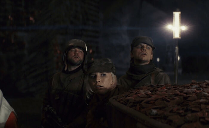 En Star Wars: Los últimos Jedi (2017), estos soldados rebeldes son interpretados por los hijos de Mark Hamill. De izquierda a derecha: Nathan Hamill, Chelsea Hamill y Griffin Hamill