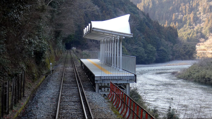 This Train Stop In Japan Has No Entries Or Exits, It Has Been Put There Merely So That People Can Stop Off In The Middle Of A Train Journey And Admire The Scenery