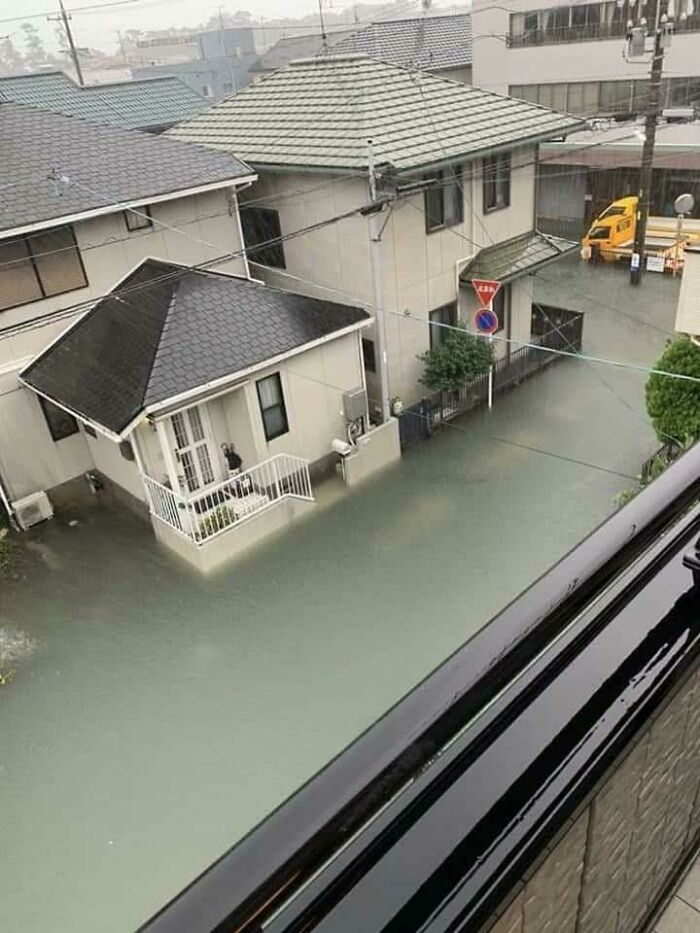 Flood In Japan, Just Realized There Are Barely Any Floating Trash And Debris