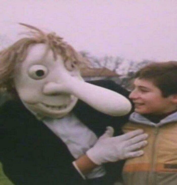 Sr. Noseybonk.... Sólo..... La existencia del Sr. Noseybonk es suficiente para aterrorizar a los jóvenes británicos
