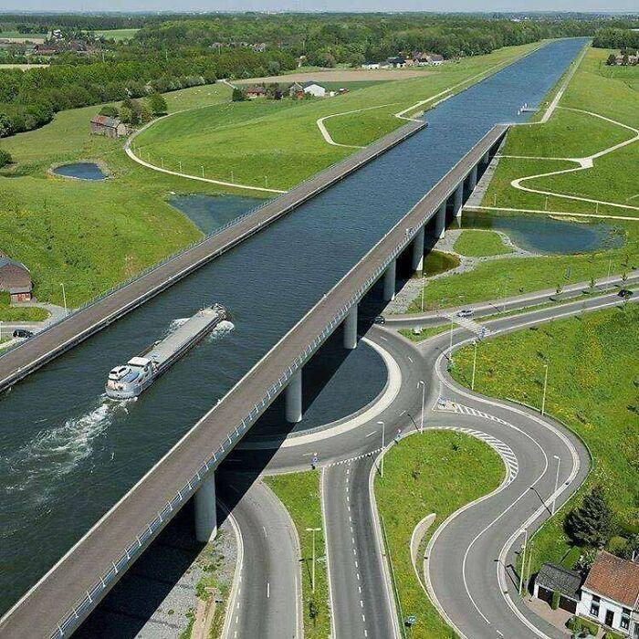 Puente del Canal de Sart, Bélgica