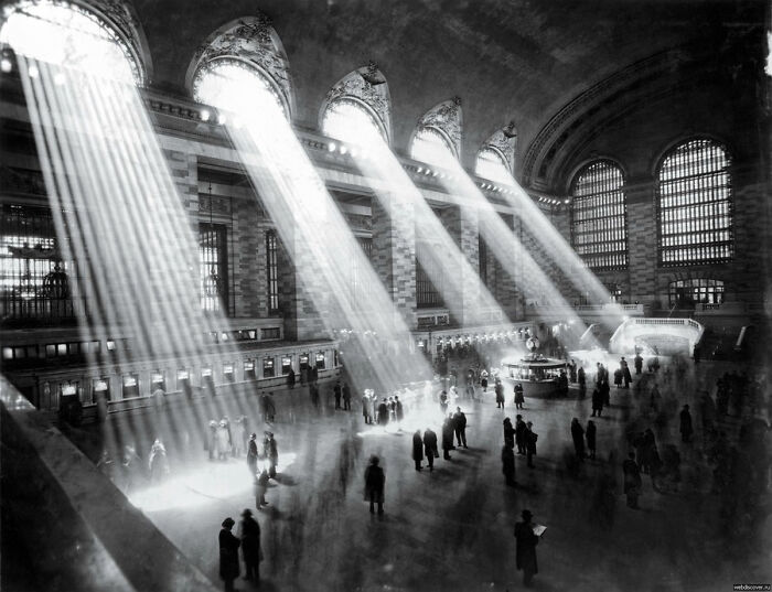 """""""It's Not Possible To Take Such A Photograph Anymore, As The Buildings Outside Block The Sun Rays."""" Grand Central, NYC (1929)"""