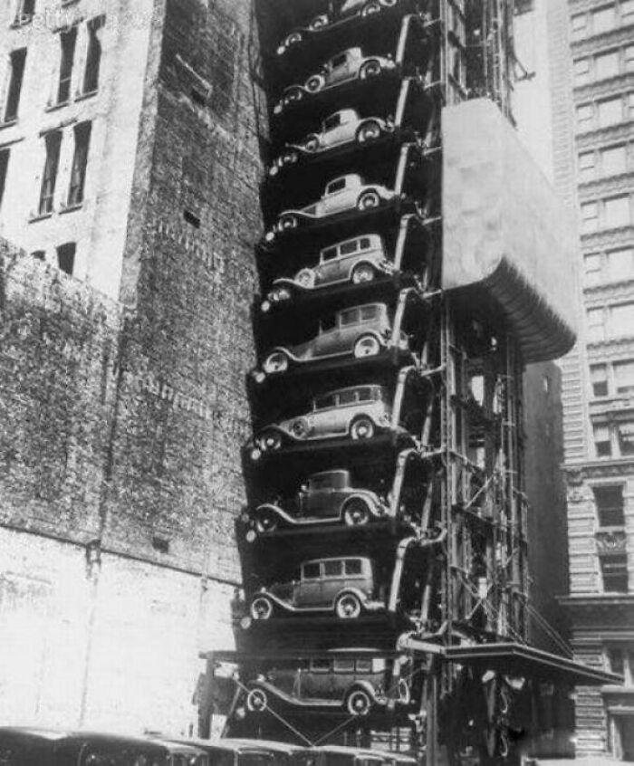 A Car Elevator In Chicago, Circa 1936