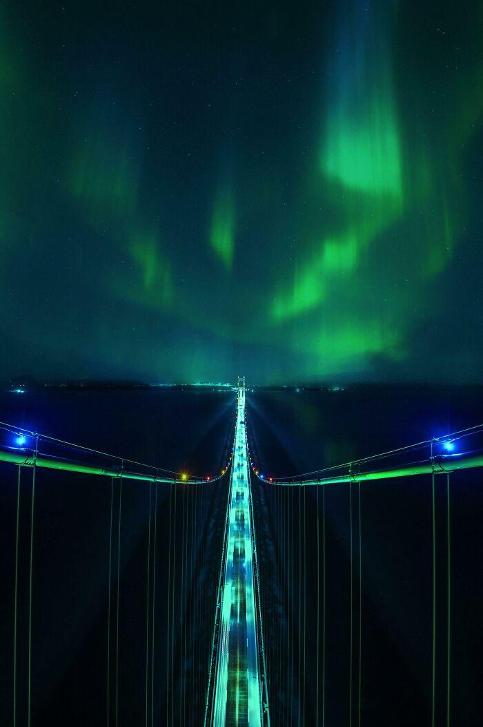 Aurora boreal desde la cima del puente Mackinac