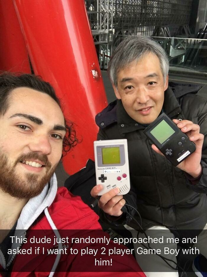 While Waiting At Kyoto Station This Guy Asked If I Want To Play Two Player Game Boy With Him. 30 Mins Well Spent