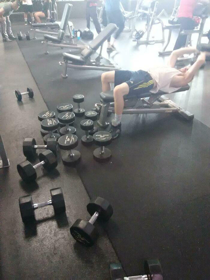 Mi amigo es un acaparador de pesas de categoría 10