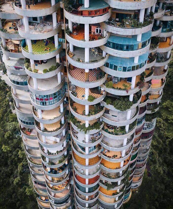 Este edifico en Guizhou, China
