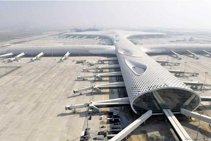 El aeropuerto internacional de Shenzhen parece un avión gigante