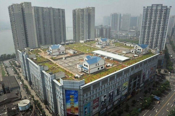 Private Houses On The Roof Of An Eight-Story Mall In Zhūzhōu, China