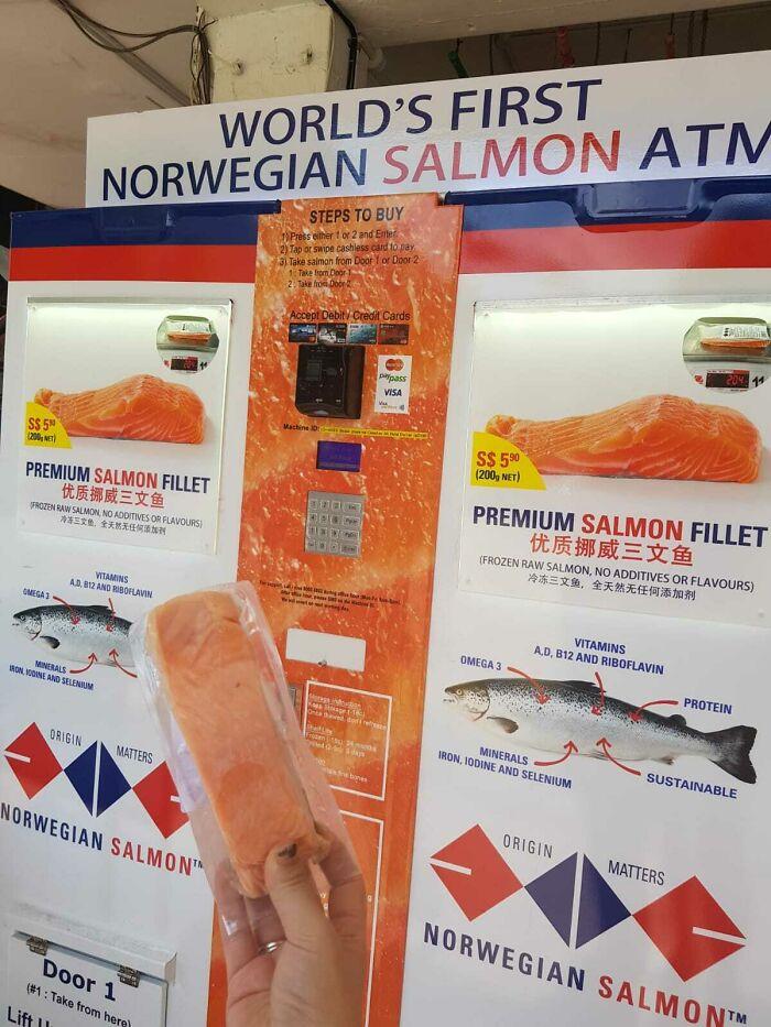 Un sabroso trozo de salmón en este cajero automático de salmón en Singapur