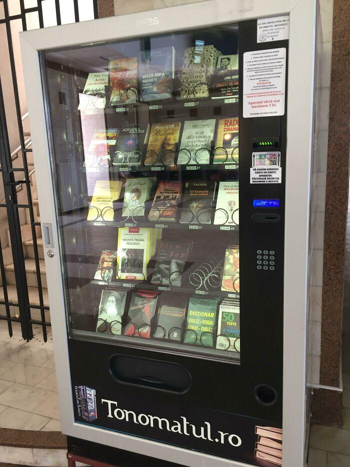Una máquina expendedora de libros que encontré en Rumanía